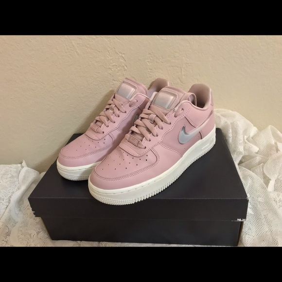 Nike women's Air Force 1 '07 SE PRM used